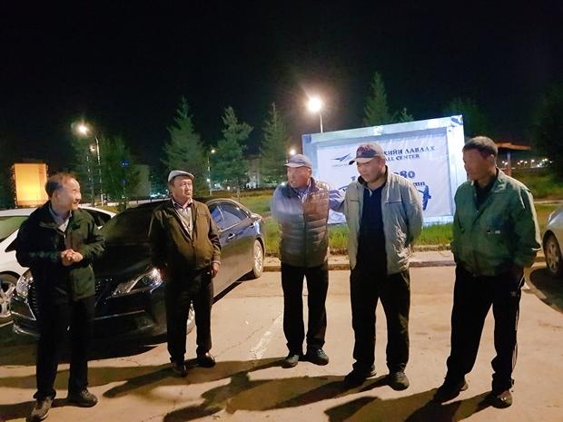 20차탐사 몽골 유로아저씨등 버스기사분.jpg